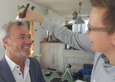 Make up op doen voor een bedrijfsfilm